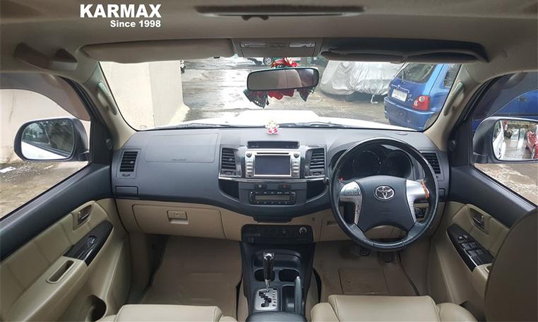 Toyota-Fortuner-3 0L 4X2 Automatic-Super White-Sep 2014